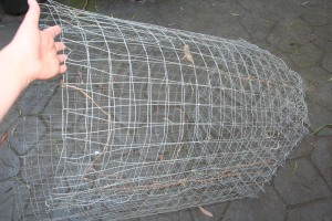 Wire mesh tube, ready for soil and spuds